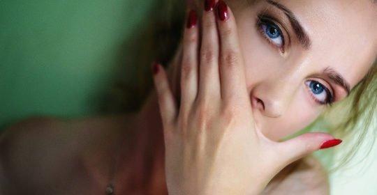Morderse las uñas halitosis